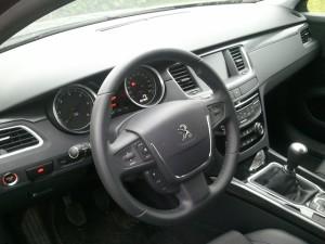 volant et tableau de bord Peugeot 508